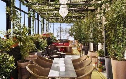 Терасата на култниот хотел во Њујорк