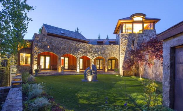 Новиот богат замок на Опра Винфри