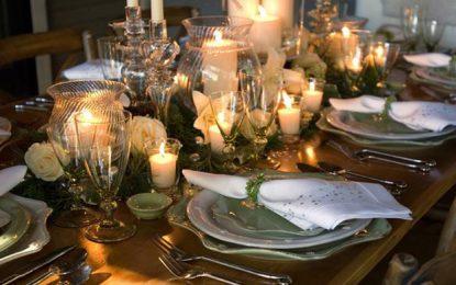Божиќна декорација и украсување на трпезарија